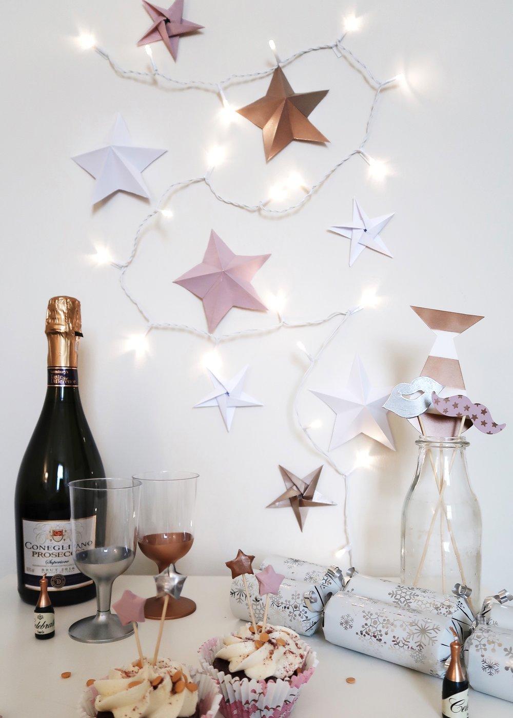 DIY Origami Star Backdrop by Isoscella