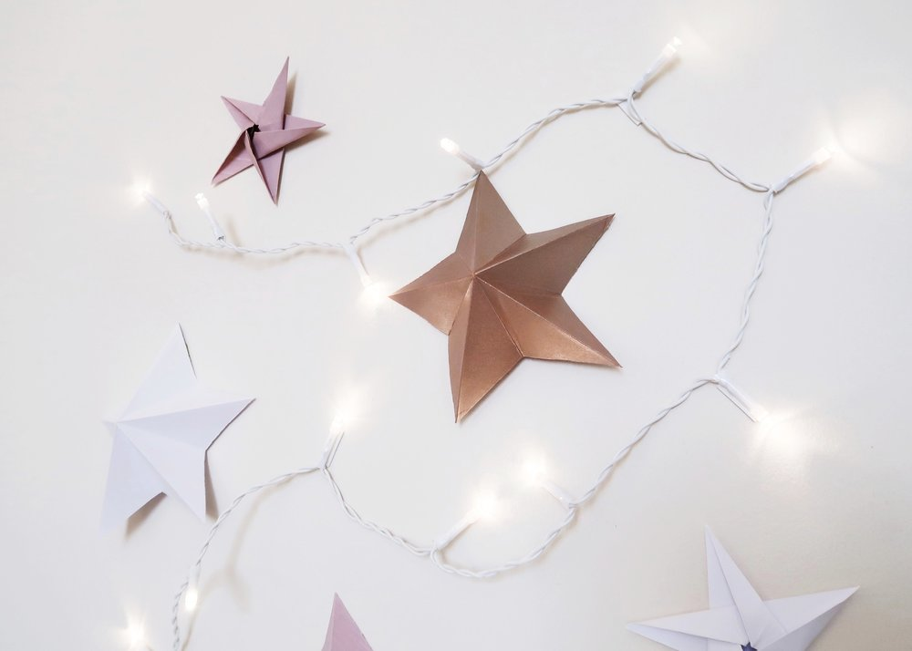 DIY Origami Star Backdrop by Isoscella