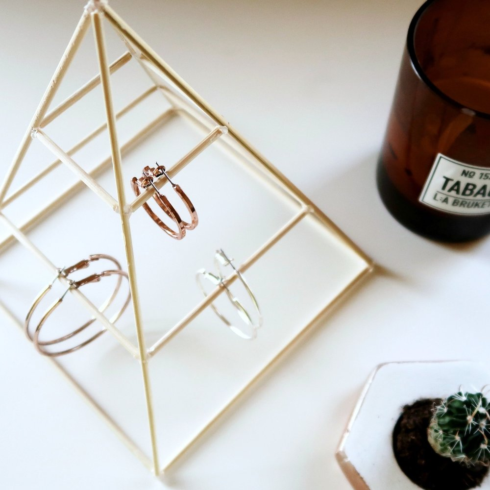 2. - DIY Pyramid Jewellery Stand