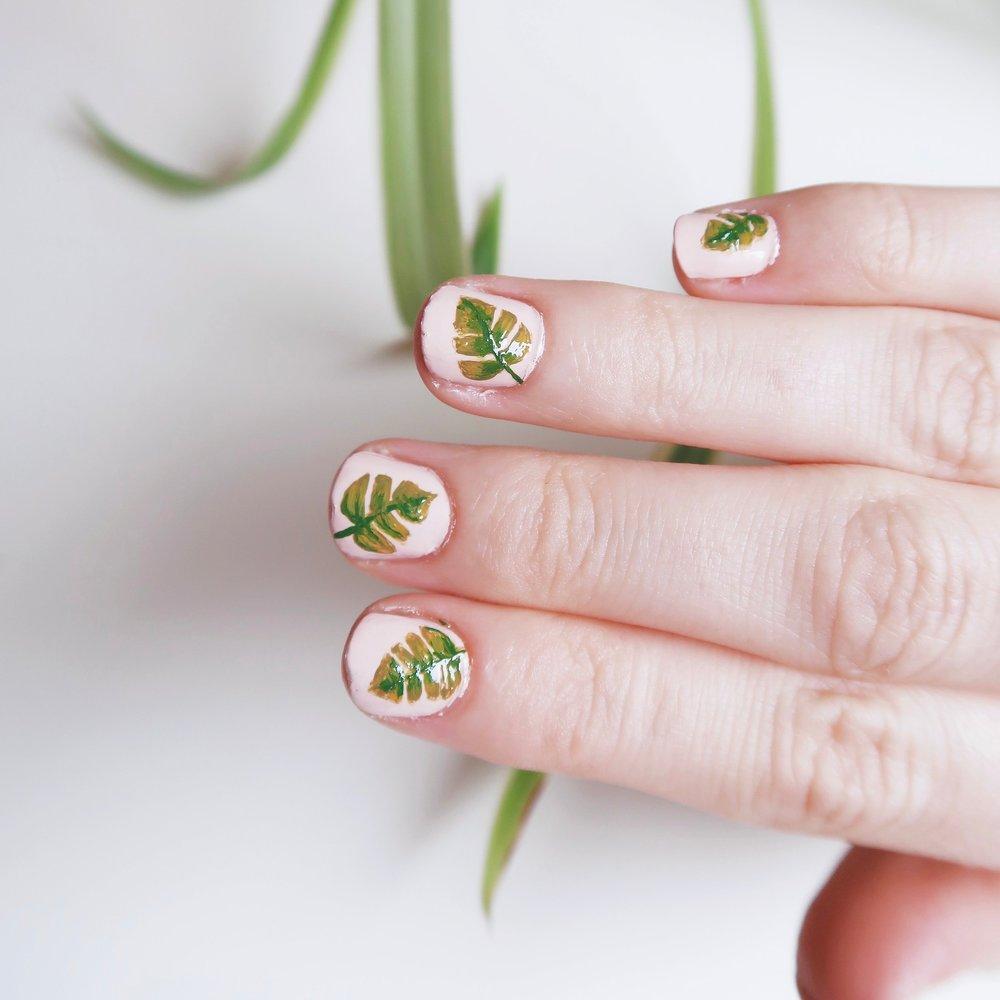 10. - DIY Monstera Leaf Nail Art