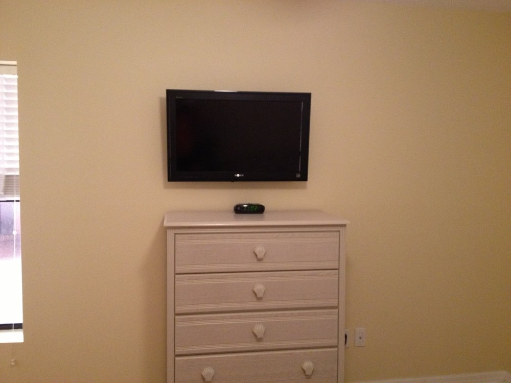 new guest room tv.JPG