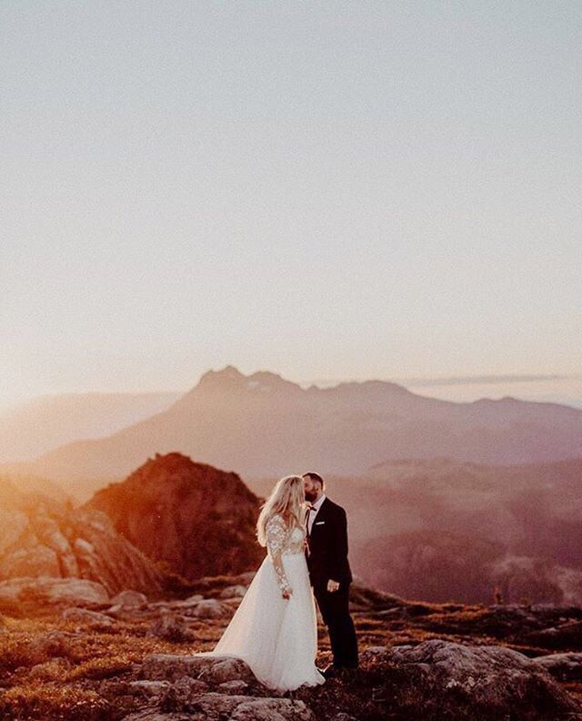 Meanwhile on a mountain top closer to home these two looked pretty spectacular on Sunday at sunset. @luketakesphotos @thornandthistleflowers @sailorvanessa