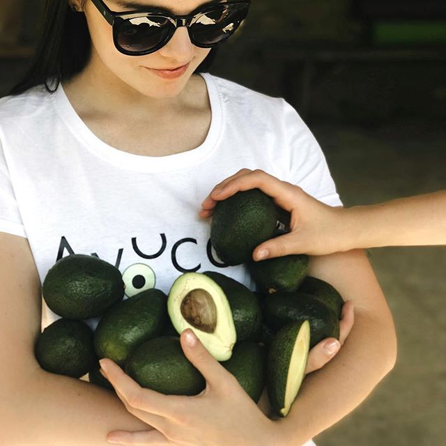 When you need a bag of #ILoveAvos, but your arms will do. #avocadolove forever. Browse I Love Avos store locations -  #linkinbio.  #Repost @khrystynapelenio