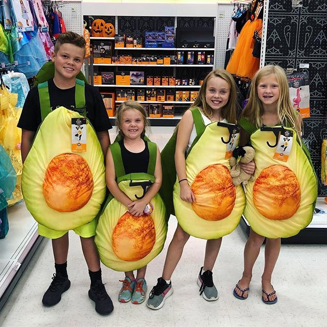 Who's ready for #Halloween?? 🥑🥑🥑🥑 #Repost @nataliebisme ・・・ Avocados- 4 for 5$ 😂🥑 Paige had the need for some retail therapy so off we went!  #targetrun #avocados #funnychildren