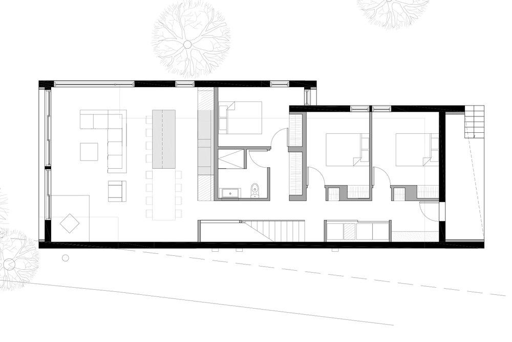 Plan d'aménagement du rez-de-chaussée d'un chalet en noir et blanc. Dessins réalisés par les designer d'intérieur de La Firme