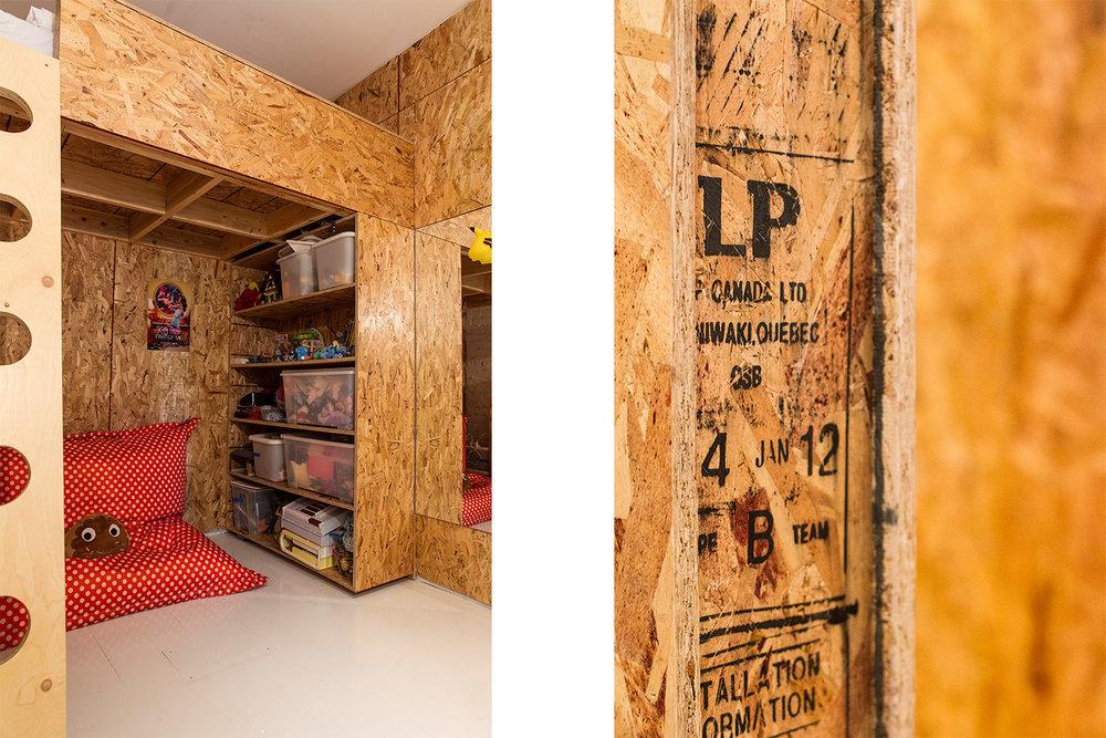 Rénovation d'un appartement sur le plateau. Chambre d'enfant avec lit mezzanine. Échelle custom. Murs et mobilier sur mesure fait de panneaux de copeaux (OSB). Plancher peint blanc