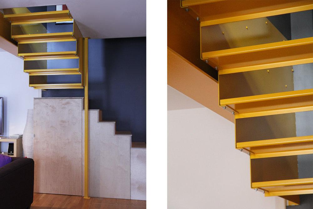 Nouvel escalier en acier peint jaune suspendu à l'étage. Contremarche ouverte et marche en bois. 2ieme section de marche intégrée à un meuble de rangement en bois.