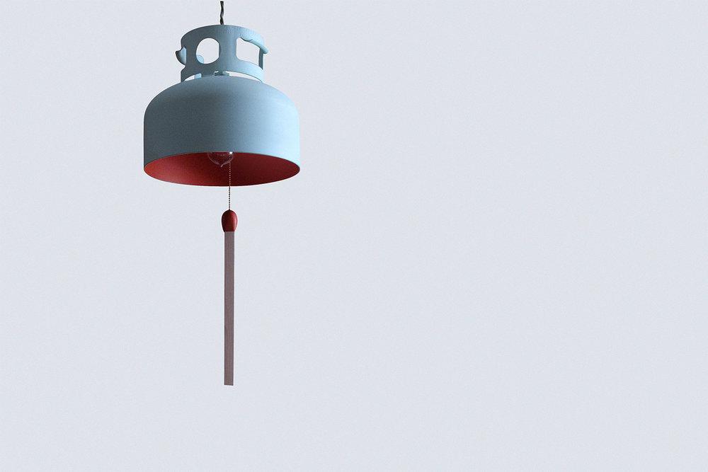 Lampe faite à partir d'un réservoir de gaz. Une allumette en format géant est suspendue au centre. Extérieur peint bleu gris et intérieur fini rouge ocre.
