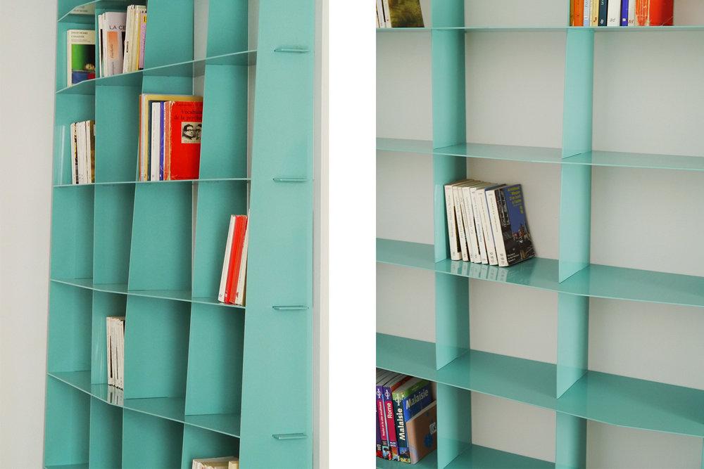 Plan plus large de la bibliothèque sur mesure pour un condo à Montréal.