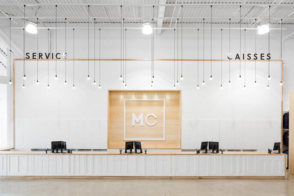 Redéfinition du design et de l'expérience client de ce magasin de détail à grande surface: esthétique, décor et signalétique originale et forte.