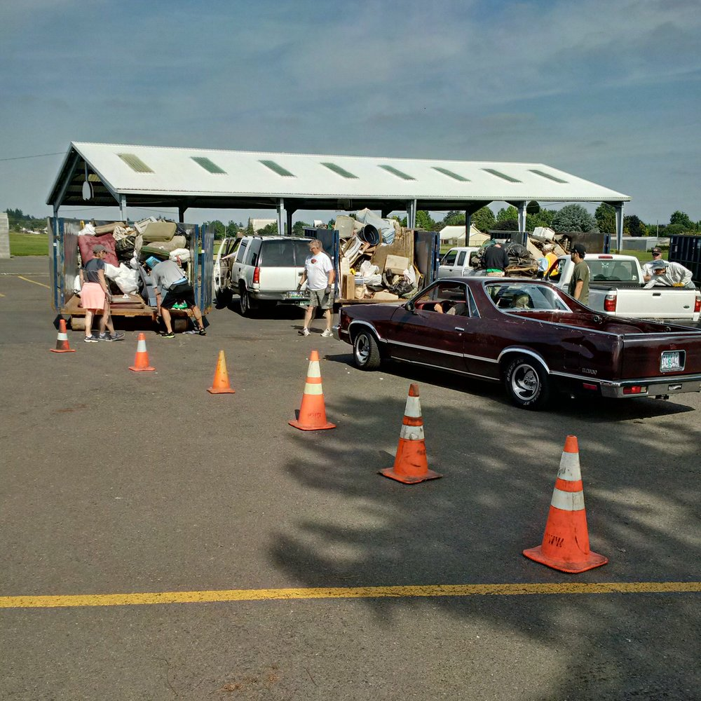 Emptying the cars in the Shaver Elementary school parking lot. Photo by: Mid-County Memo.