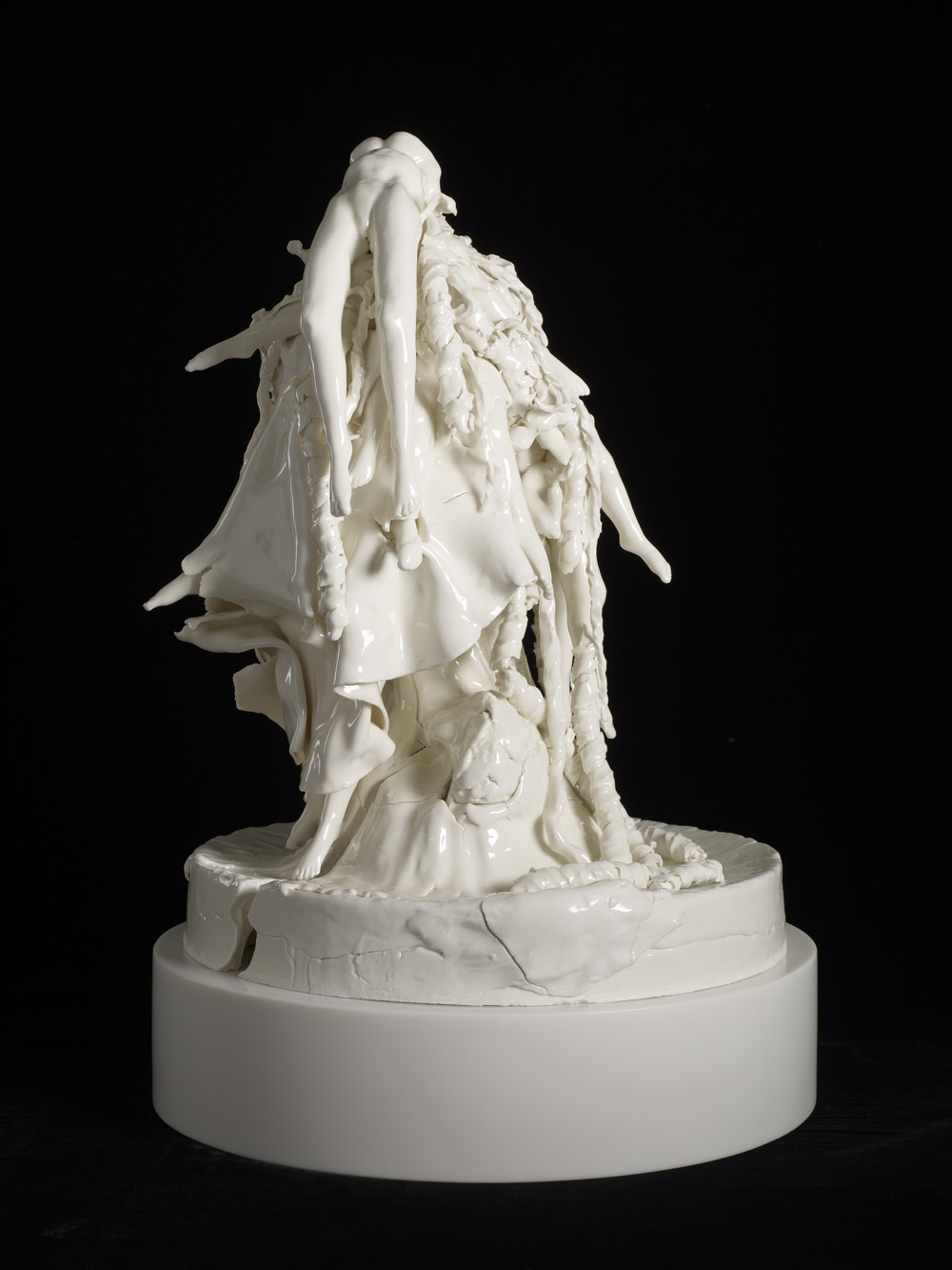 Rachel Kneebone,  All words choke me , 2012, Porcelain, Height: 62 x Ø 42.5 cm, Courtesy of White Cube, London and Stephen White