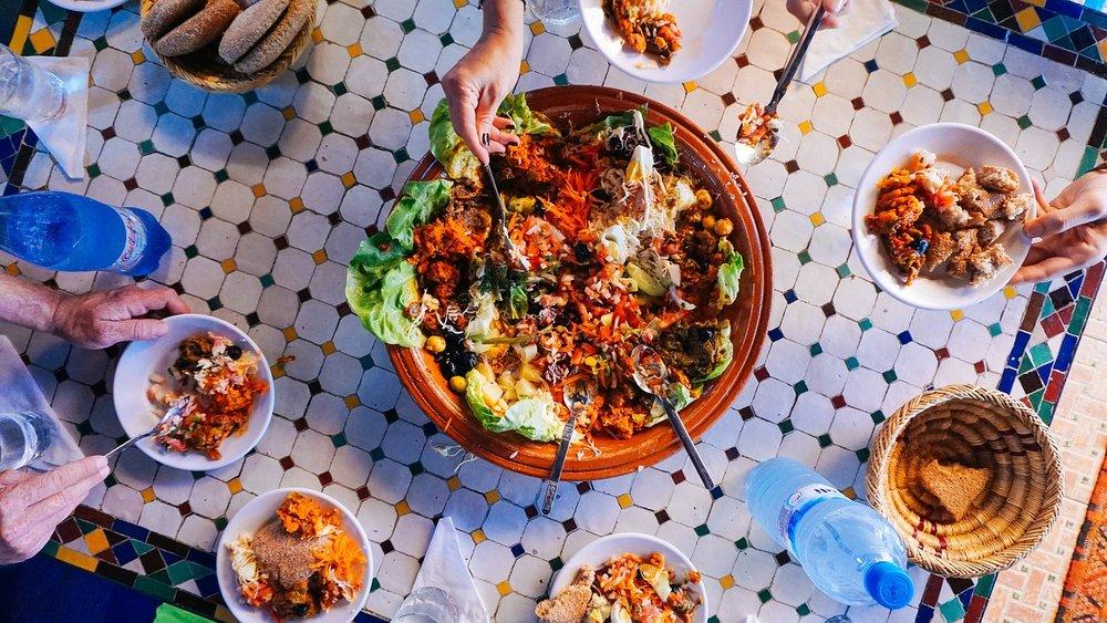 Hand-Table-Breakfast-Salad-Food-Dinner-Lunch-2602707.jpg