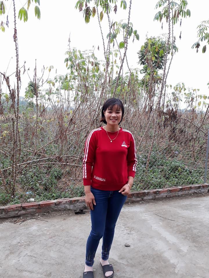 Teacher Huong.jpg