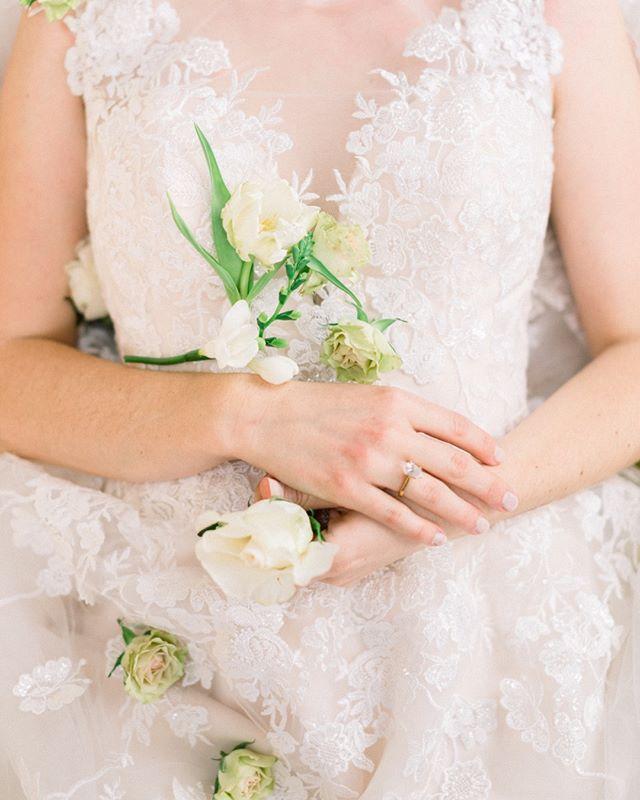 """Life is the flower for which love is the honey."" —Victor Hugo ⠀⠀⠀⠀⠀⠀⠀⠀⠀ .⠀⠀⠀⠀⠀⠀⠀⠀⠀ .⠀⠀⠀⠀⠀⠀⠀⠀⠀ Photography @emilykirstenphoto ⠀⠀⠀⠀⠀⠀⠀⠀⠀ Model @kelciejeanphotography⠀⠀⠀⠀⠀⠀⠀⠀⠀ Florals @thebloomandco⠀⠀⠀⠀⠀⠀⠀⠀⠀ HMUA @whitneyaudramakeup⠀⠀⠀⠀⠀⠀⠀⠀⠀ Dress @moonlightbridal⠀⠀⠀⠀⠀⠀⠀⠀⠀ Veil @refind_dress_boutique⠀⠀⠀⠀⠀⠀⠀⠀⠀ Rentals @partygallery_medford⠀⠀⠀⠀⠀⠀⠀⠀⠀ Styling & creative design @goldenaspen_collective⠀⠀⠀⠀⠀⠀⠀⠀⠀ Cake - Honey Pie Cakes by J⠀⠀⠀⠀⠀⠀⠀⠀⠀ Lab @goodmanfilmlab⠀⠀⠀⠀⠀⠀⠀⠀⠀ .⠀⠀⠀⠀⠀⠀⠀⠀⠀ .⠀⠀⠀⠀⠀⠀⠀⠀⠀ #bridal #floraldesign #weddingstyle #spring #bride #bridalgown #lovely #eventplanner #weddingplanner #blooms #weddingdetails #flowerstagram #flowersofinstagram #flowersoftheday #bouquet #fineartwedding #blooms #bridal #bridalbouquet #brides #wedding #weddingflowers #weddinginspiration #weddinginspo #oregonwedding #californiawedding #weddingplanner #weddingplanning #prettylittlething"