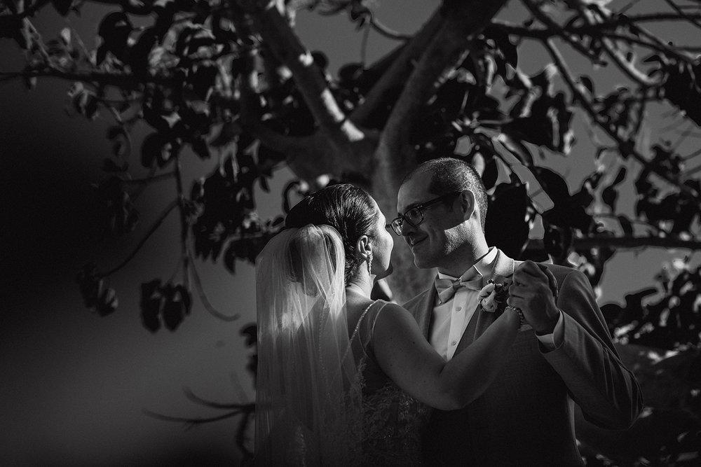 bride and groom mexico