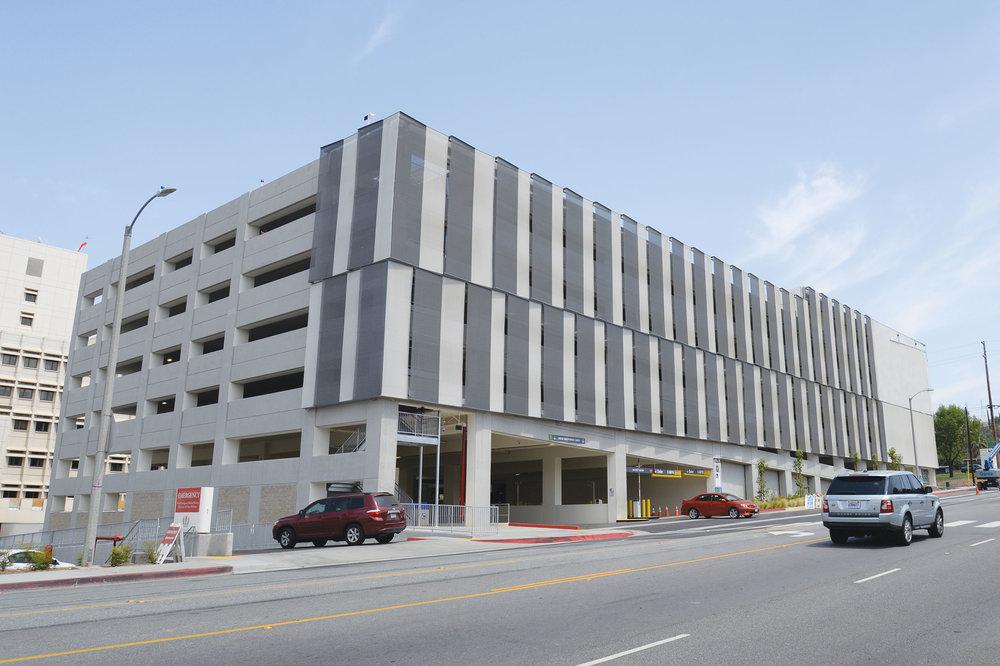 Loma Linda Parking Garage with Kaynemaile architectural mesh facade