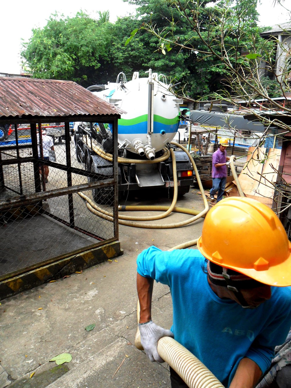 A septic tank is being emptyied. Photo credit: Julian Doczi, Creative Commons Attribution