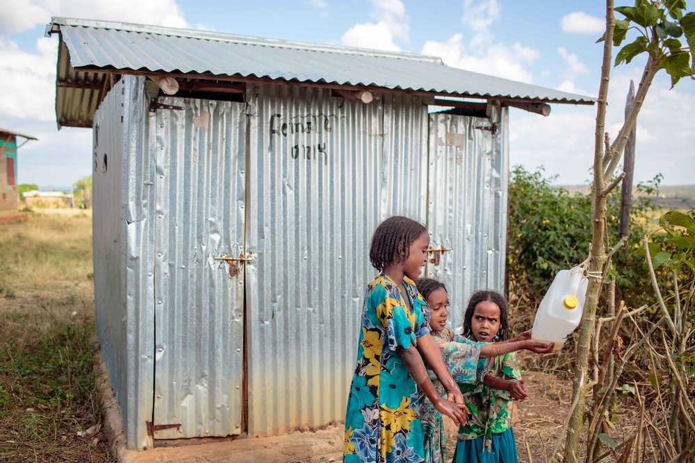 In 2015, 39 per cent of people worldwide used safely managed sanitation services (i.e. an improved facility that is not shared with other households, where excreta are safely disposed of in situ or transported and treated off-site) and an additional 29 per cent used basic services (i.e. an improved facility that is not shared with other households). 892 million people (12 per cent) still practised open defecation. Estimates for safely managed sanitation were available for 84 countries, representing 48 per cent of the global population. For handwashing, comparable data was available from 70 countries, representing 30 per cent of the global population, which is insufficient to produce a global estimate. Source: Progress on drinking water, sanitation and hygiene: 2017 update and SDG baselines (JMP, 2017). Photo credit: UNICEF Ethiopia, Creative Commons Attribution.