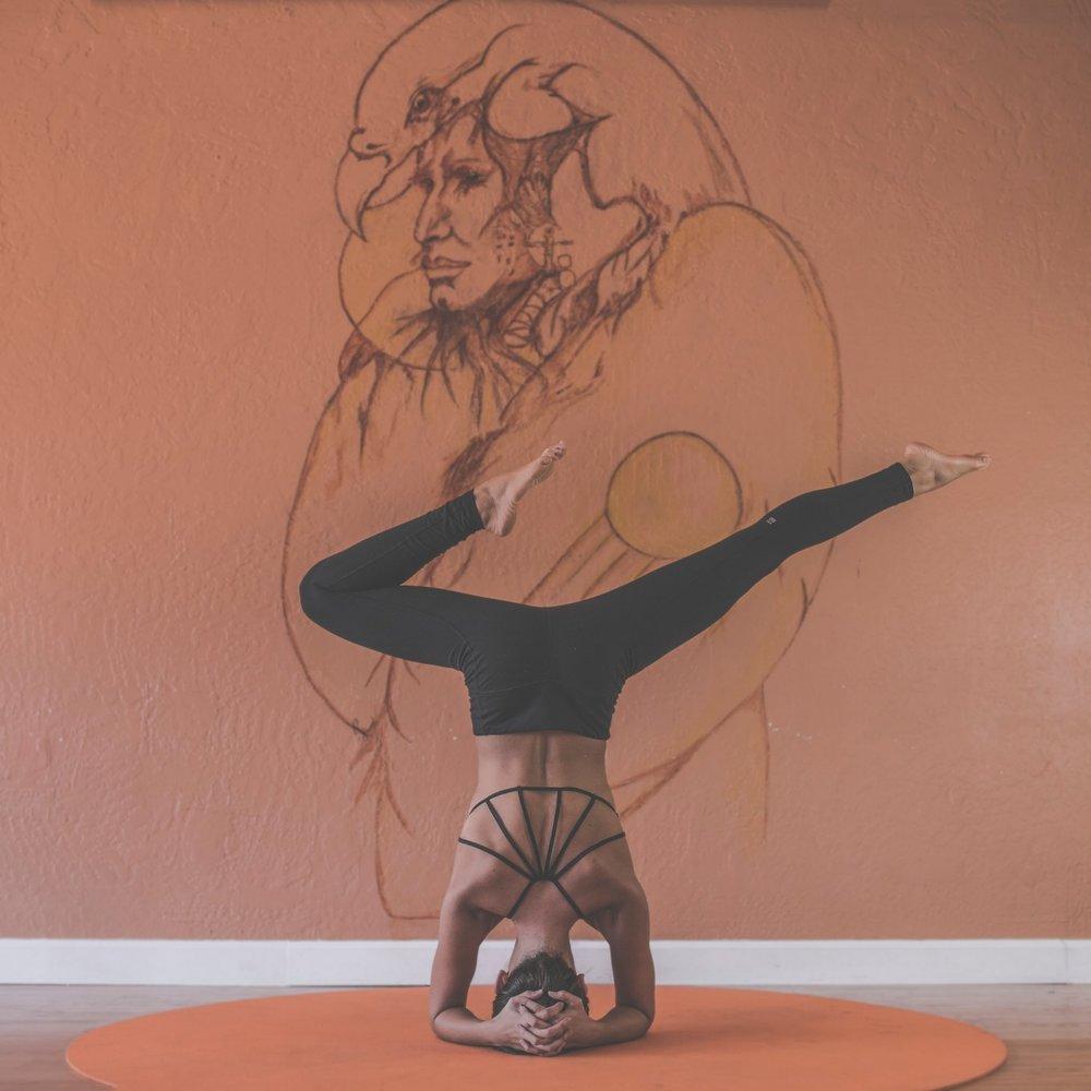 Afstresning, koncentration og indre balance. Oplev på egen krop, styrken og roen ved Yin Yoga, og bliv bedre til at finde fokus i en travl hverdag. -