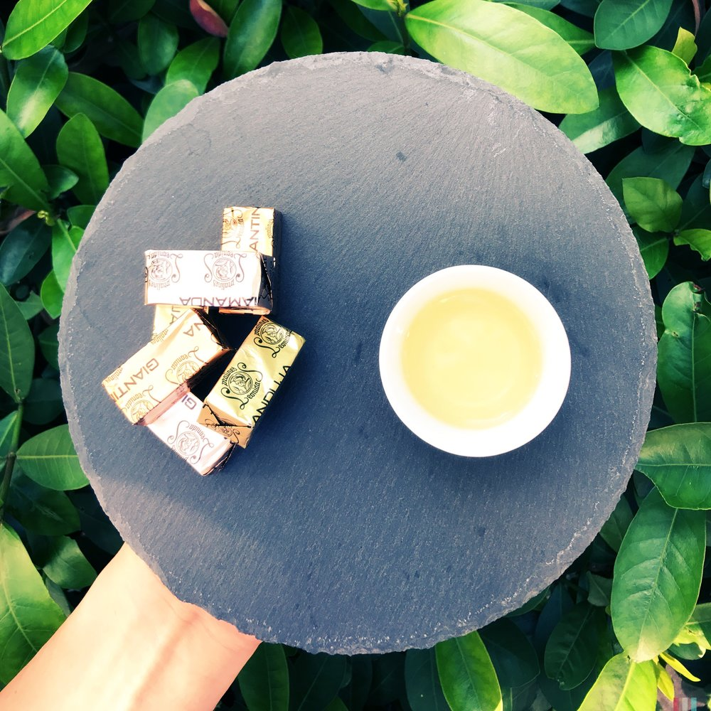 當 #只溶你口不溶你手 的 #巧克力 在口中遇上有記名茶中度 #烘焙 的 #奇種烏龍茶 會產生什麼樣的火花呢? 是衝突?還是融合?是探戈?還是華爾滋?快來親身體驗並說出你的感受吧!