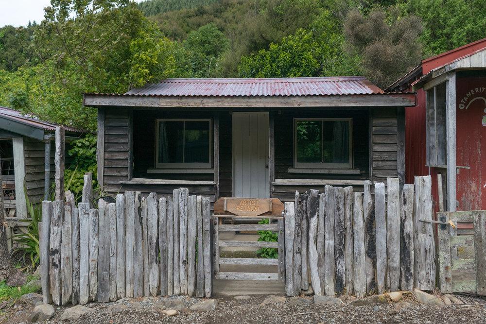 blog-hinewai-artist-retreat-cabin.jpg