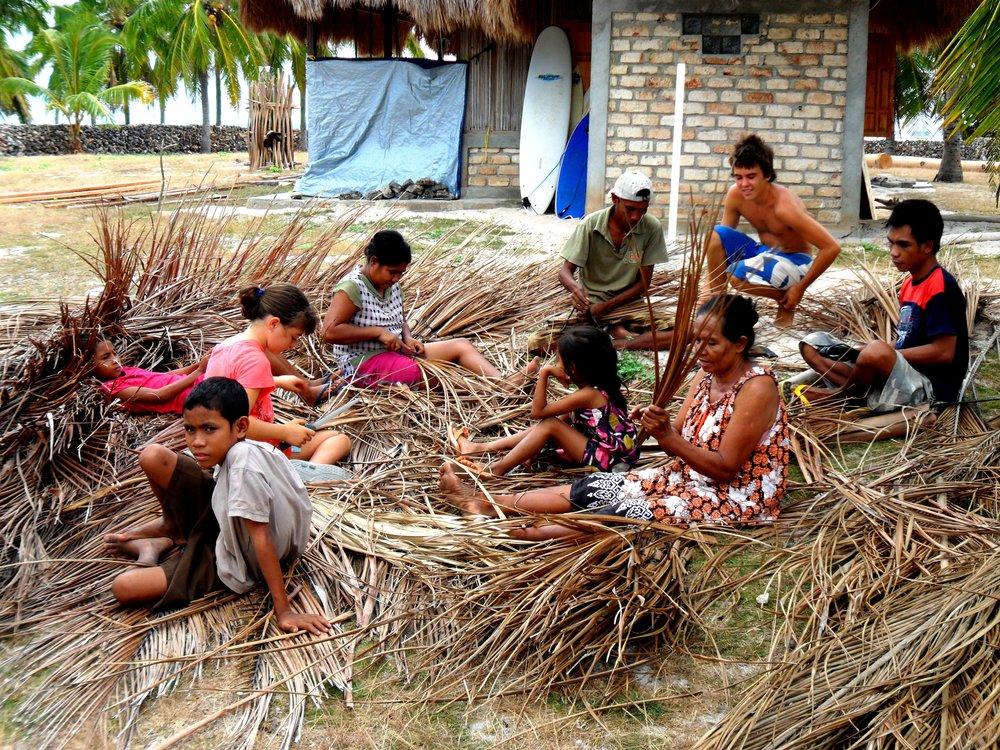 Making kelapa roofing.jpg