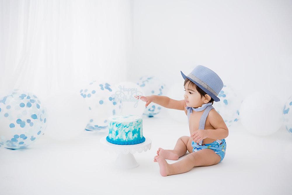 Blue confetti balloon cake smash