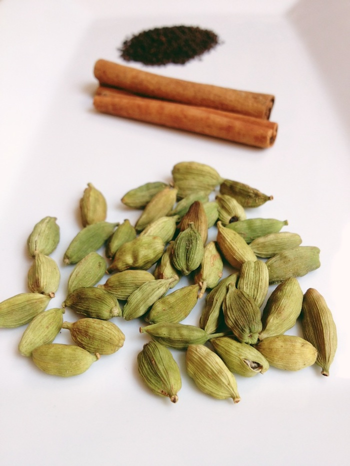 masala-chai-ingredients-rajovilla.jpg