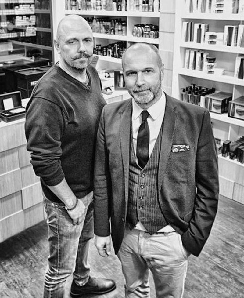 LARSSON & LANGE Rickard Larsson Vi kände att Malmö Live skulle bli ett spännande område att starta upp vår andra The Barber. Vi kom in tidigt i byggprocessen och därför kändes det bra att jobba med Rumrum som är lyhörda på kundens önskemål och idéer. Vi har anlitat Rumrum i flera år och vårt samarbete har fungerat mycket bra! Till projektet >>