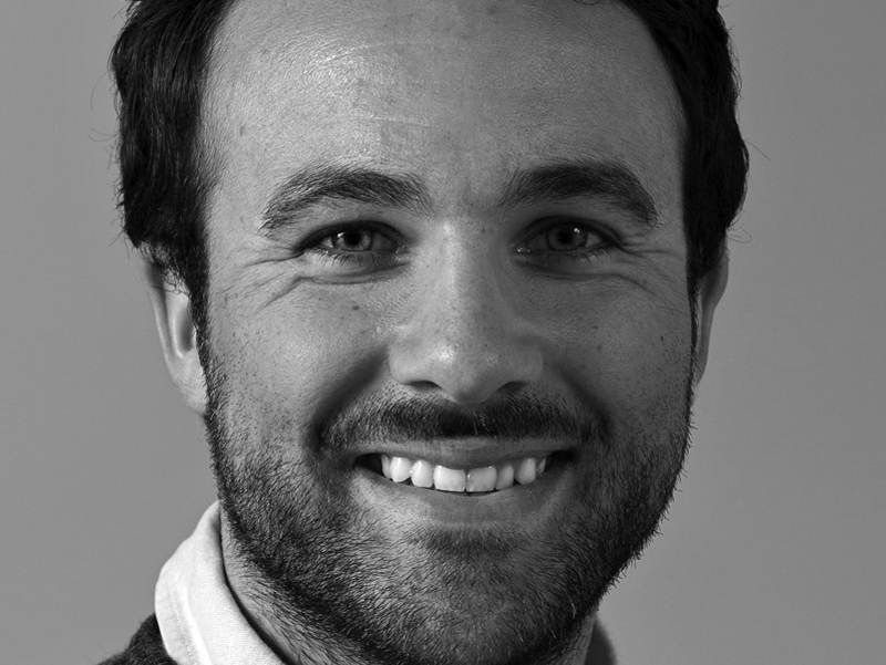 REDKEN Felipe Westregård Med en vision att tillsammans med våra kunder höja salongsupplevelsen för konsumenter, har Rumrum hjälpt Redken att bygga ett modernt och stilrent koncept. Nicklas och Magnus har med sin flexibilitet och erfarenhet definitivt hjälpt oss att ta ett steg närmare framtidens frisörsalong. Till projektet >>