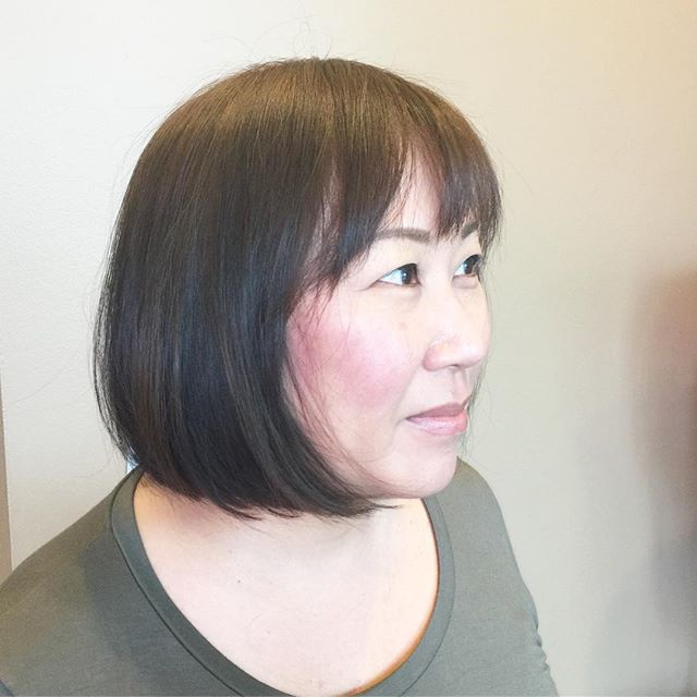 It's Spring (For today at least 😉) time for a fresh new look! We reworked Julie's long A-line into a fun bob with soft textured bangs.  #salonbellezzabellevue #bobhaircut #spring  Hair by @jenn_bostrom