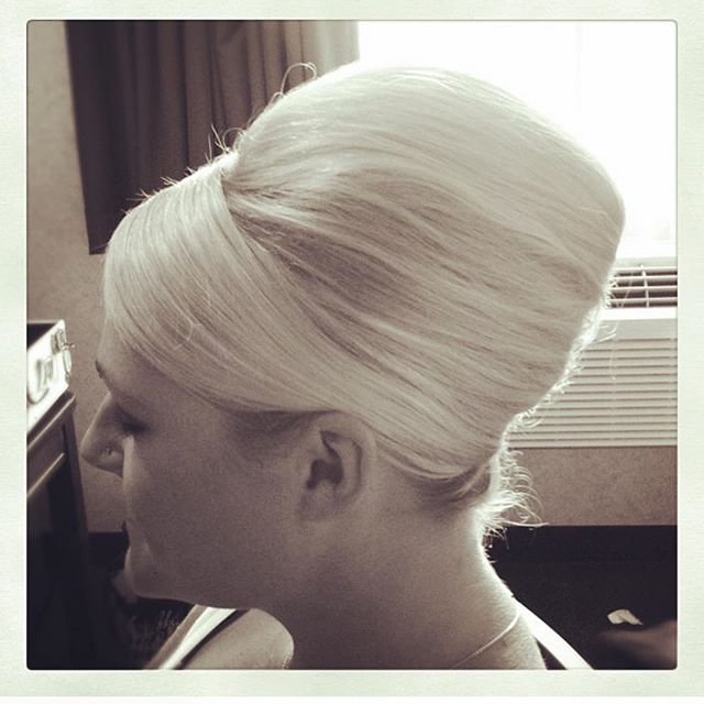 You don't have to grow your hair out for memorable wedding look. A classic French twist with a decidedly Mod attitude makes an excellent option for mid length brides 👰🏼 Hair by @jenn_bostrom #frenchtwist #weddinghair #mod