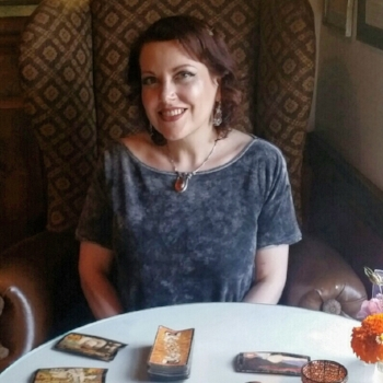 Diana Diana is an empathic intuitive with clairvoyant, clairaudient and psychic medium abilities. She began reading Tarot at age 13 with her grandmother and has been practicing for 30 years.