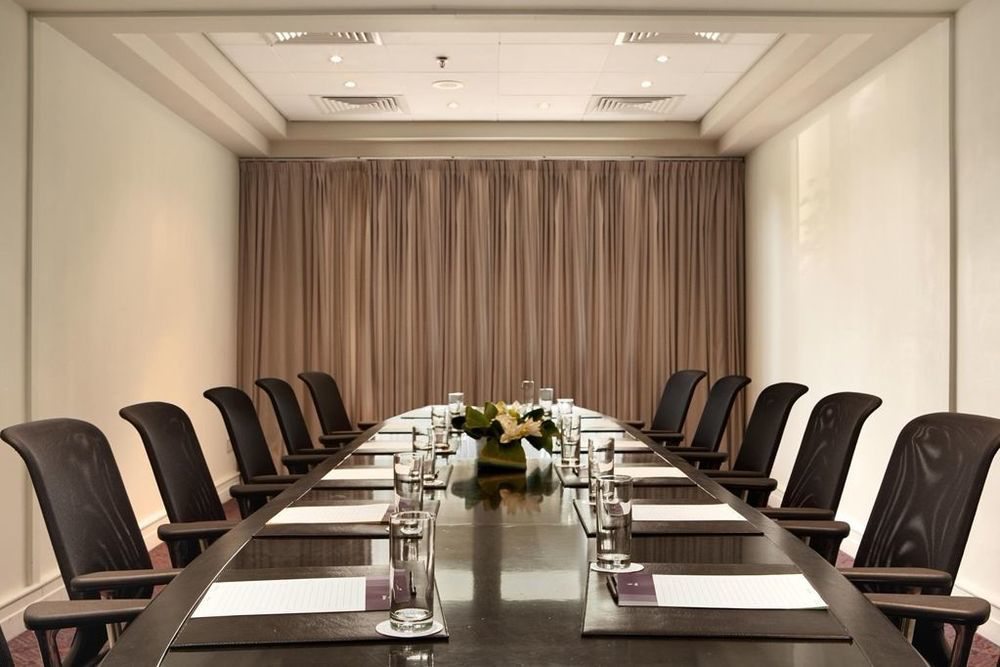 Hilton-Park-photos-Facilities-Kition-Boardroom.jpg