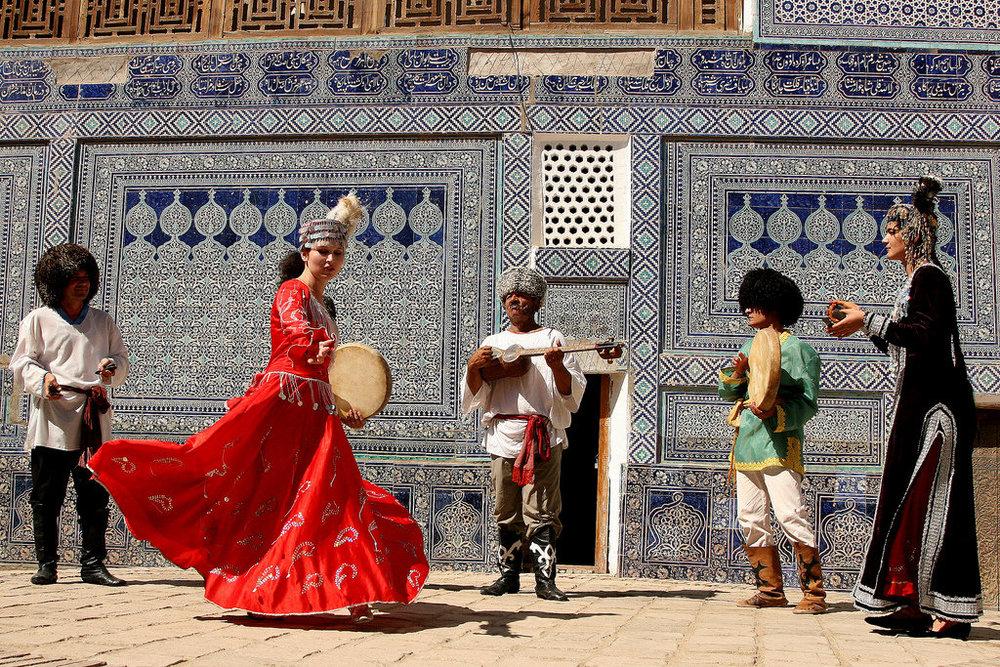 uzbek_dance_1024x683_3s3.jpg