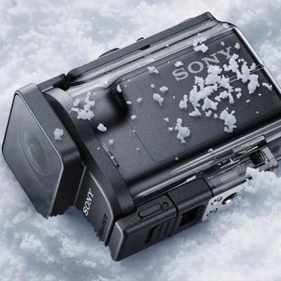 Sony Action Cam - Alternativa da Gopro, essa câmera tem um ótimo custo benefício em relação a concorrente. Promete uma autonomia de bateria excepcional e qualidade de imagem sem deixar a desejar.Um dos melhores acessórios é um relógio, que você visualiza em tempo real a imagem da câmera. Indicamos o modelo Hdr-as50r.