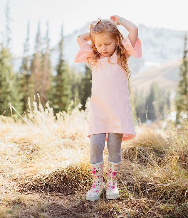 Feel free to swoon, these @londonlittles floral rain boots are the cutest! 📷: @lizzyography