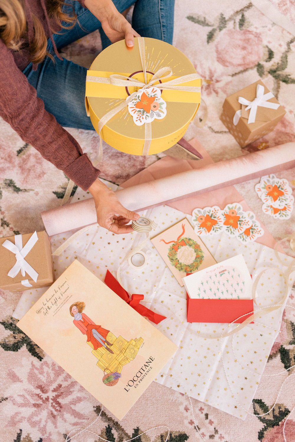 In partnership with L'Occitane.  Responsibilities: Creative concepting, prop sourcing and styling, digital design and animation.  Holiday Beauty Gift Boxes