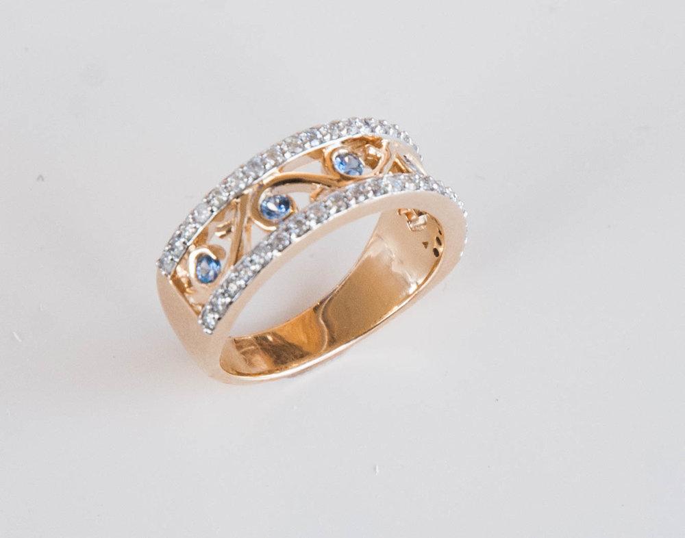 200-829 : 14 Karat Yellow Gold Fashion Ring with 5=0.22Tw Round Yogos And 0.62Tw Round Diamonds $2225.00