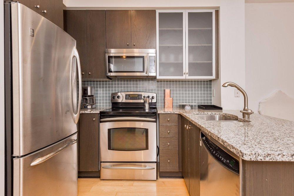 Yorkville Luxury Apartment 4.jpg