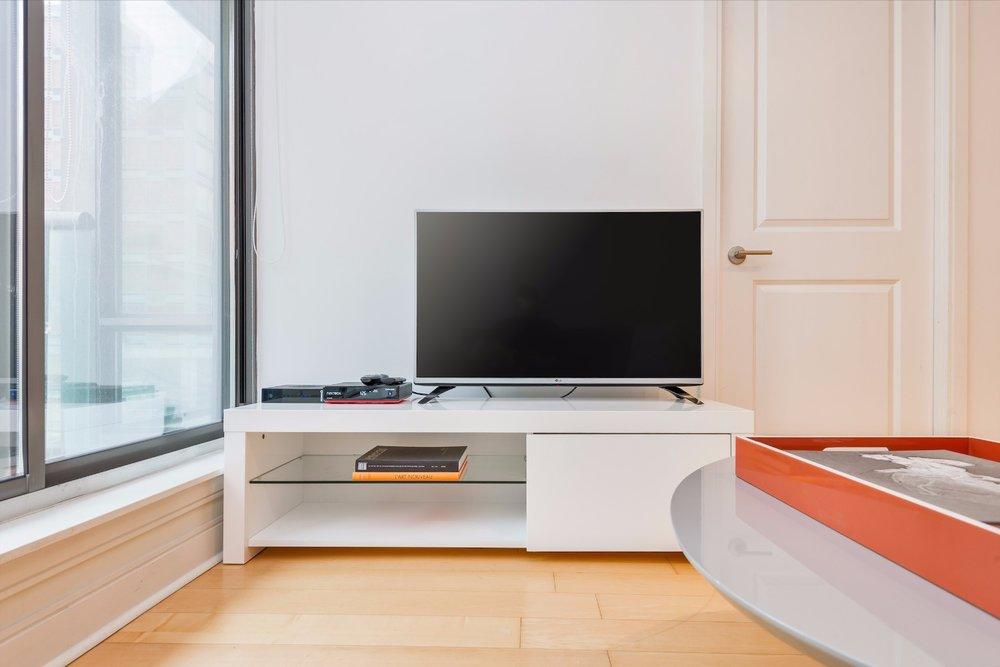 Yorkville Luxury Apartment 6.jpg