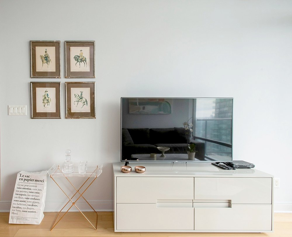 Copy of Copy of Copy of Stunning Yorkville Apartment - TV, Antique Framges