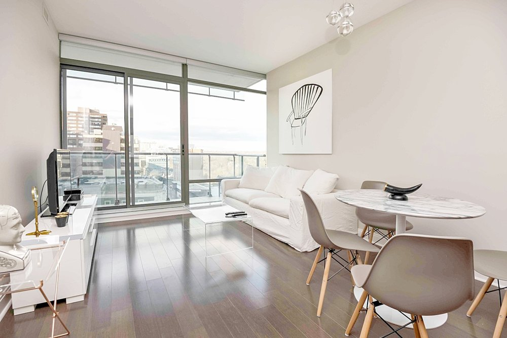 furnished apartment rentals toronto yorkville living room