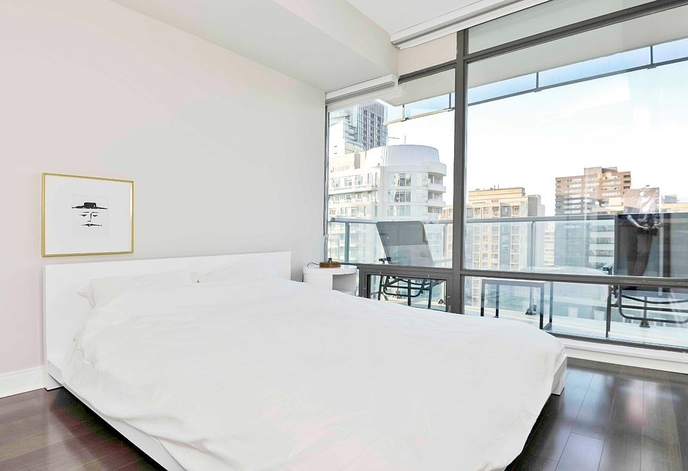 short term rentals Toronto Yorkville bedroom