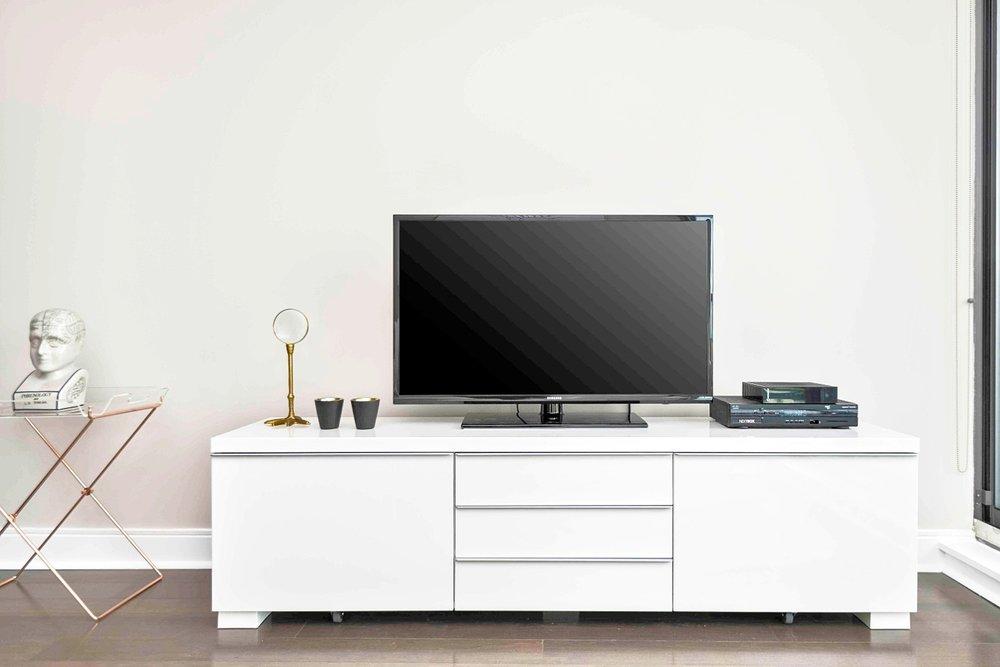 Yorkville Signature Condo - Television