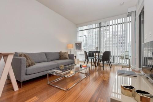 Yorkville deluxe suite livingroom.jpg