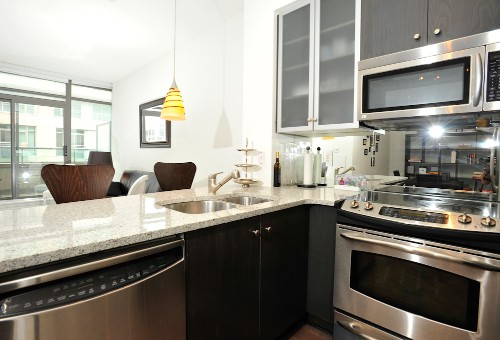 Copy of short term furnished rentals toronto Yorkville kitchen counters