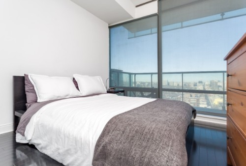 Copy of Copy of Copy of short term furnished rentals toronto Yorkville queen bed