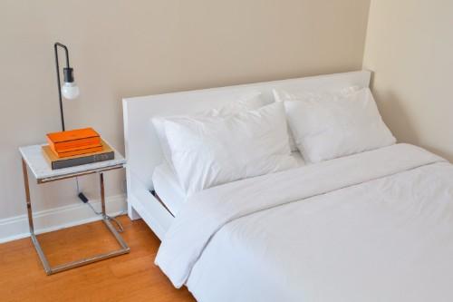 Central Yorkville Condo - Bed